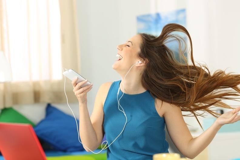 唱歌能緩解便秘、健康減肥!科學家與醫學專家證明:大聲歌唱帶來...